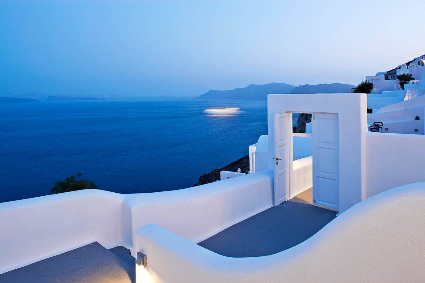 where to stay on Oia