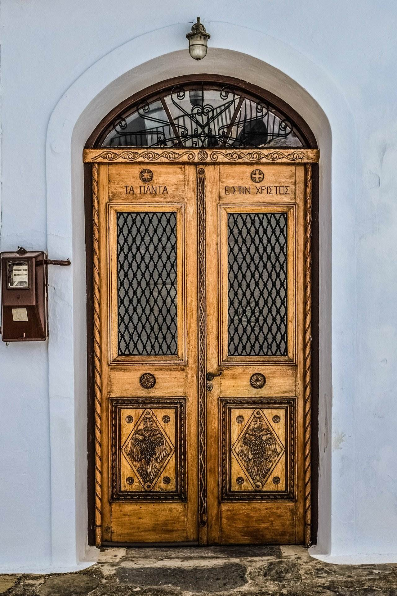 symi church doors