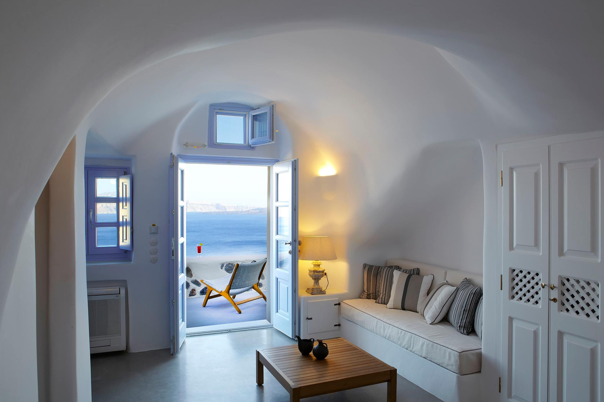 Luxury hotels Oia Santorini accommodation